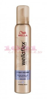 WELLAFLEX 2AND DAY VOLUME SPUMA PENTRU PAR 3
